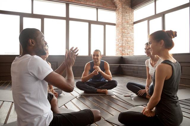 cursos de yoga en empresa de medita madrid